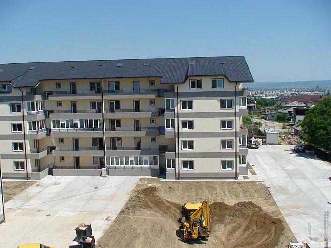 Izolare apartamente noi - cartier rezidential Colina Bacau, iunie 2011