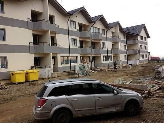 Izolare apartamente noi cu aKtivTHERM - cartier rezidential Bacau, mai 2013
